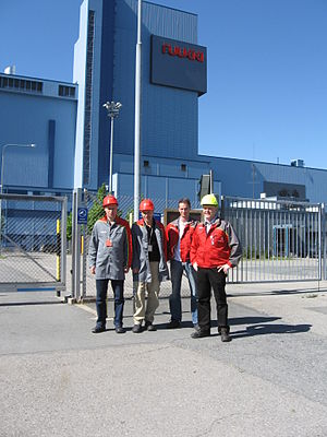 Rautaruukki - Four employees of Ruukki before the rolling mill in Hämeenlinna
