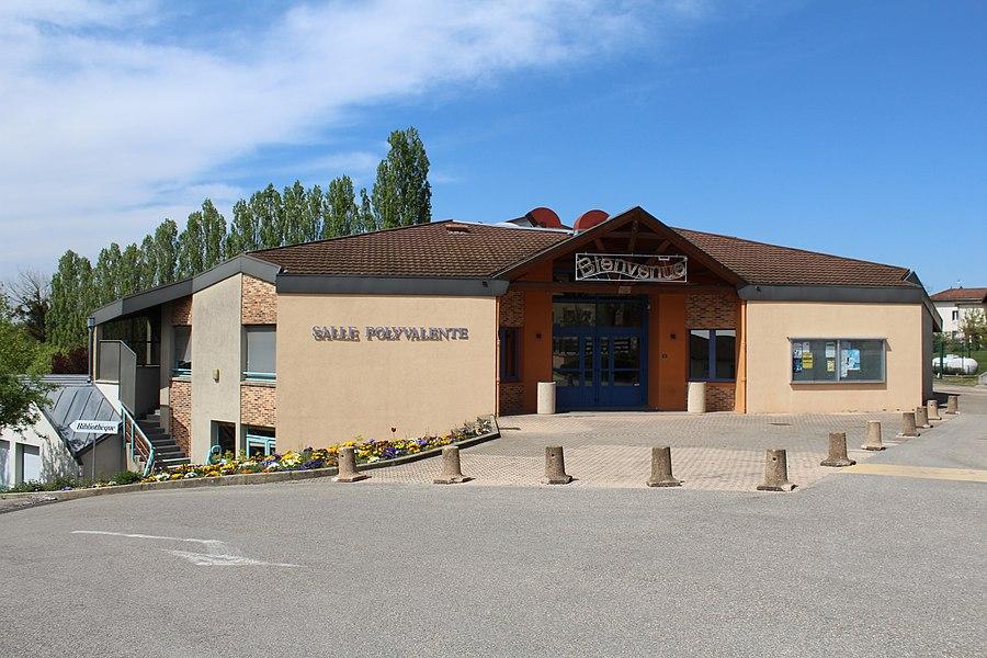 Salle polyvalente de la commune de Saint-Cyr-sur-Menthon.