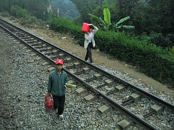 English: Railway tracks near Lao Cai, Vietnam.