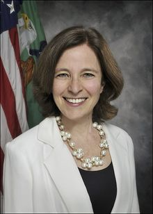 Sarah Bloom Raskin official portrait.jpg