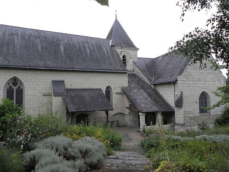 Église Saint-Pierre de Dampierre-sur-Loire, commune de Saumur (49). Flanc sud.