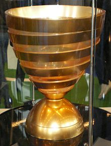 Second trophée de la Coupe de la Ligue petit.JPG