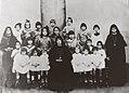 Servas de Maria do Brasil - Acervo (Orfanato São José - Estrada da Freguesia 1012 - primeiras orfãs).jpg