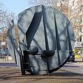 Skulptur Kurfürstendamm 153 (Charl) Auge der Nemesis.jpg