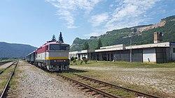 Slavec jaskyna train station.jpg