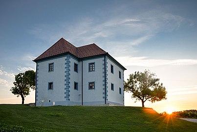Sončni vzhod na Škalcah.jpg