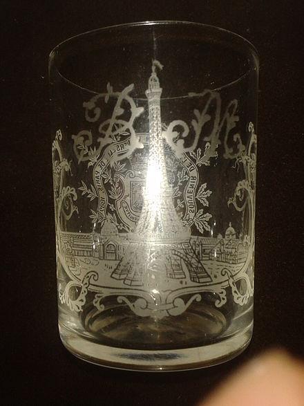 Vaso conmemorativo de la inauguración de la torre Eiffel.