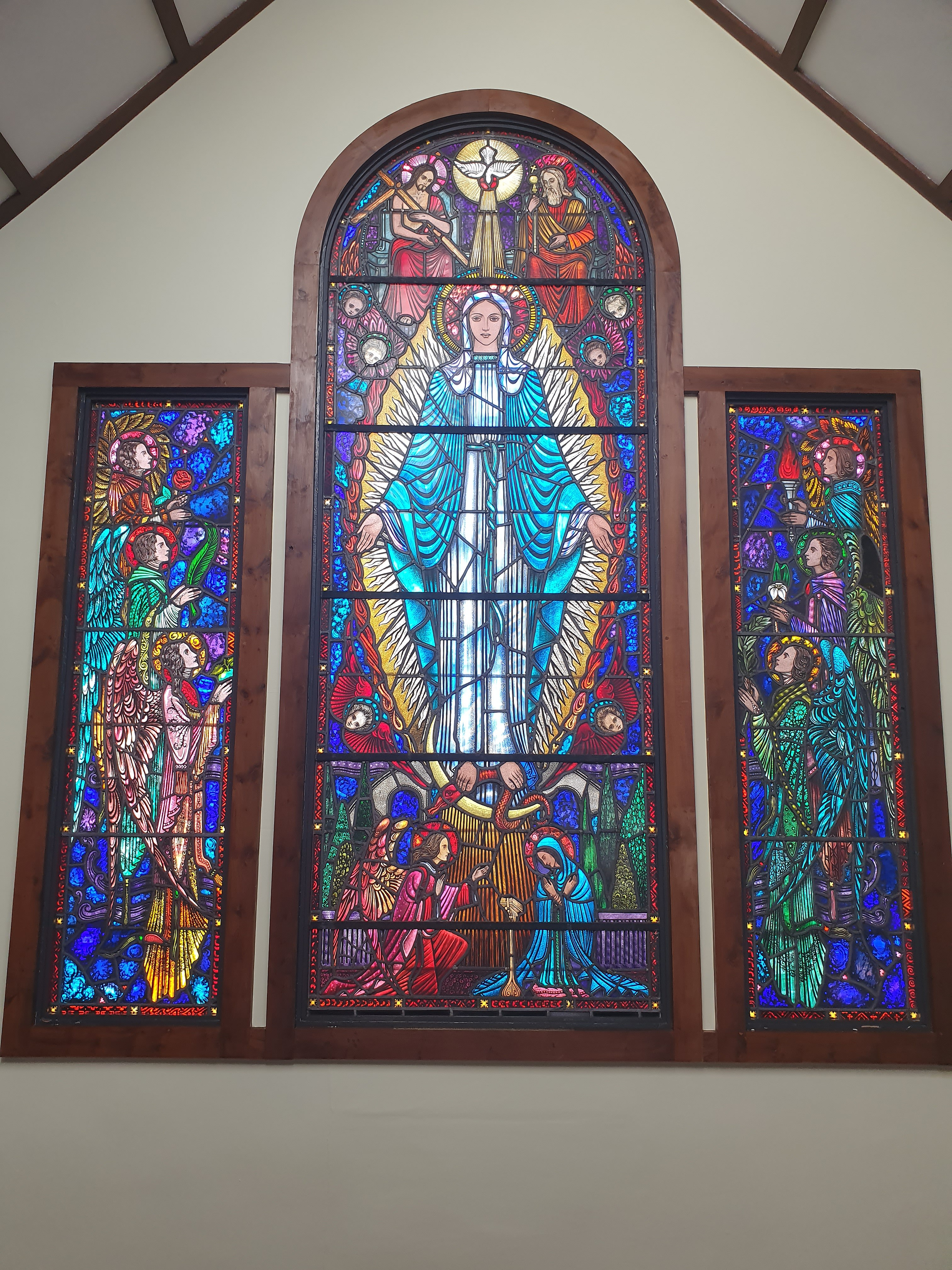 File:Stained glass window, St. Thomas Church, Castleknock