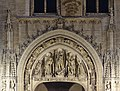 Statues above the Brussels town hall portal (DSCF1994).jpg