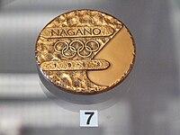 Imitace zlaté medaile, kterou získal tým České republiky