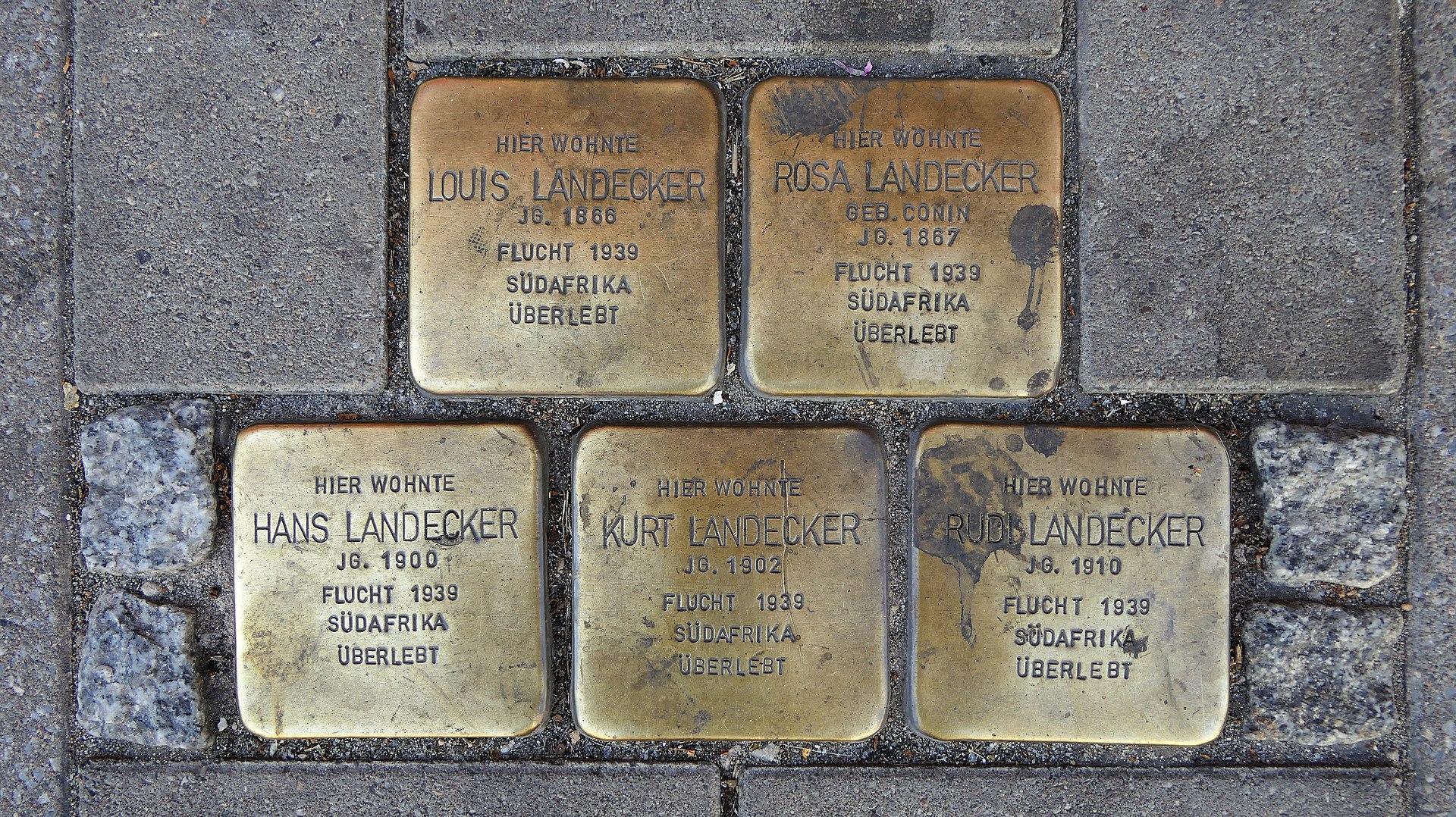 Stolpersteine für Familie Landecker, Salzer Straße 12, Schönebeck (Elbe).JPG