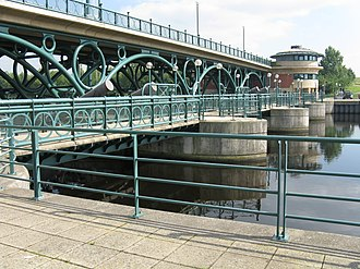 Tees Barrage - View of the Tees barrage, bridge and footbridge from the upstream north bank