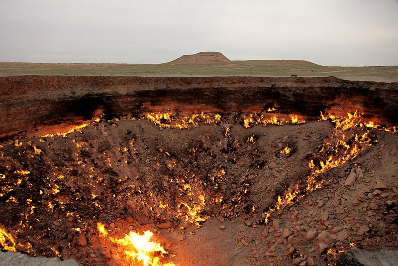 File:The Door to Hell (in the daytime) - Turkmenistan, Darvaza - panoramio.jpg