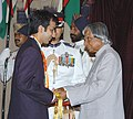 The President Dr. A.P.J. Abdul Kalam presenting the Rajiv Gandhi Khel Ratna Award to Shri Pankaj Advani for Billiards & Snooker, for the year 2005, at a glittering function in New Delhi on August 29, 2006.jpg
