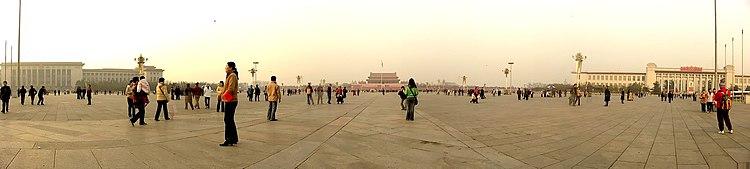 [Resim: 750px-Tiananmen_Square-180Degree.jpg]