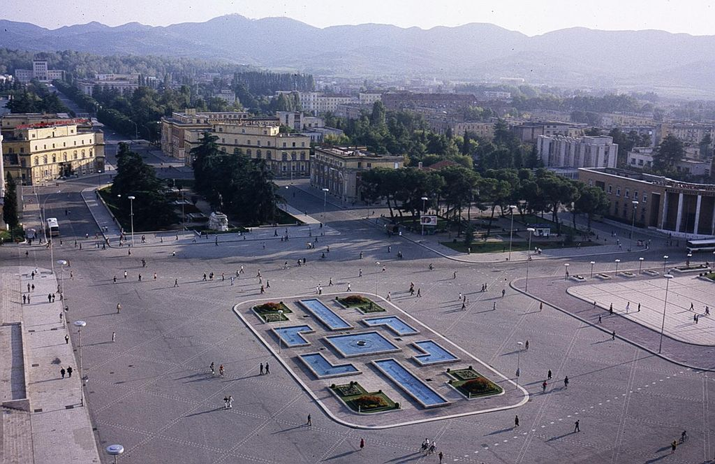 Skanderbeg Square in 1998, a year before the collapse of the communist regimes in Eastern Europe (Image: Wikimedia Commons)