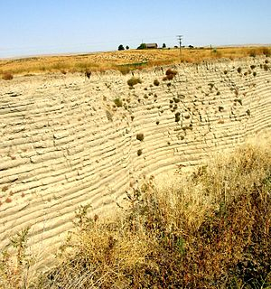 "Lake Lewis - Touchet beds in the ""Little Grand Canyon"" near Lowden in the Walla Walla valley. Note distinct layers."