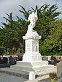 Tréguennec 03 Le monument aux morts.JPG
