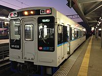 Train bounding for Saza Station before departure at Sasebo Station.JPG