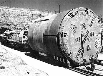 全斷面隧道鑽掘機的正面照片。