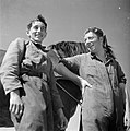 Twee mannen met een paard in het Joodse werkdorp in de Wieringermeer, Bestanddeelnr 254-4923.jpg