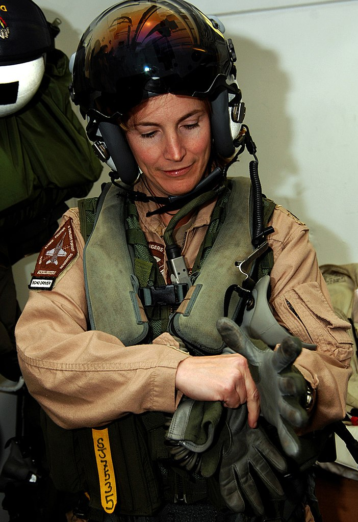 File Us Navy 070324 N 8923m 079 Commanding Officer Cmdr