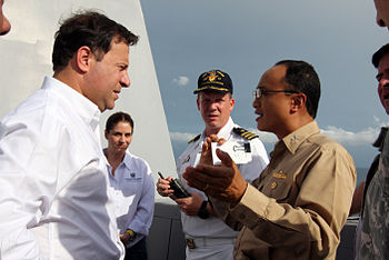 US Navy 090917-O-9999M-003 Capt. Glen Olarte%2C right%2C chief of the U.S. Office of Defense Cooperation Panama%2C briefs Panama Vice President and Foreign Affairs Minister Juan Carlos Varela