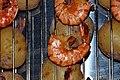 Varmrøgede tigerrejer og kartofler (4272270296).jpg
