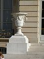 Vase aux marches de l'hotel de lassay.jpg