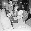 Verjaardag prinses Margriet. De prinsessen Beatrix en Irene met enkele poppen in, Bestanddeelnr 255-7932.jpg