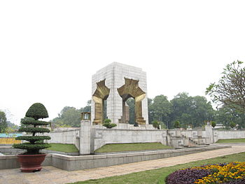English: Vietnam War Memorial, Hanoi.