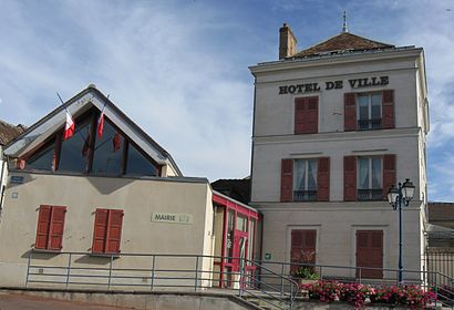 How to get to Villeneuve La Guyard with public transit - About the place