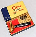Vintage Gem Junior Single Edge Safety Razor, The Parade Model, Made In USA, Priced At 39 Cents, Circa 1945 (29327677455).jpg