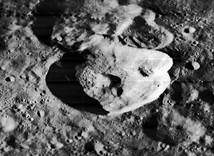 Virtanen (crater) - Image: Virtanen crater 2034 h 1