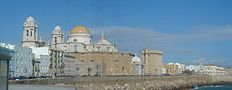 Vista panorámica de la Catedral de Cádiz desde el Campo del Sur.JPG