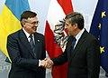 Vizekanzler Spindelegger mit dem ukrainischen Außenminister Leonid Kozhara (8683464586).jpg