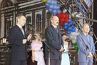 Alexander Lukashenko - Alexander Lukashenko standing with Vladimir Putin and Leonid Kuchma at Slavianski Bazaar in Vitebsk in 2001