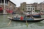 Vogatori sul Canal Grande con la Pescaria Venezia.jpg