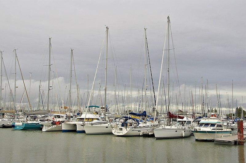 File:Voiliers Les Minimes La Rochelle.jpg