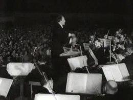 Bestand:Volksconcert door het Residentieorkest onder leiding van Willem van Otterloo Weeknummer 51-28 - Open Beelden - 52659.ogv