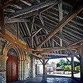 Vue du porche de l'église Saint-Martin à Courtisols.jpg