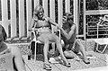 WK 74, Nederlands elftal in Hiltrup met vrouwen Johnny Rep met vrouw bij het zw, Bestanddeelnr 927-2783.jpg
