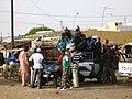 WL-Sénégal-Richard Toll-Pick-Up Taxi-Passagers à bord pendant sa réparation.jpg
