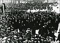 Waiting Crowd, 4 April 1914.jpg
