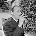 Walter Mehring zittend op een terras, Bestanddeelnr 254-5060.jpg