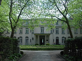 http://upload.wikimedia.org/wikipedia/commons/thumb/c/cf/Wannsee_Conference_Villa_picture_4589.jpg/280px-Wannsee_Conference_Villa_picture_4589.jpg