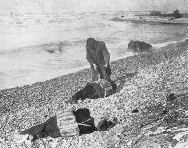 """""""Wexford victims ashore, 1913"""" by Unknown - Institute for Great Lakes Research, Bowling Green State University.. Licensed under Public domain via Wikimedia Commons - https://commons.wikimedia.org/wiki/File:Wexford_victims_ashore,_1913.png#mediaviewer/File:Wexford_victims_ashore,_1913.png"""
