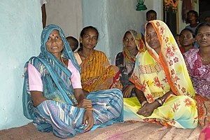 Women in adivasi village, Umaria district, India.jpg