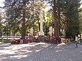 Братская могила 18 воинов, погибших в годы гражданской и Великой Отечественной войн (5).jpg