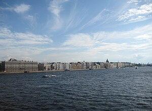 Вид на Неву и Дворцовую наб. с Троицкого моста, 2009-07-24.jpg
